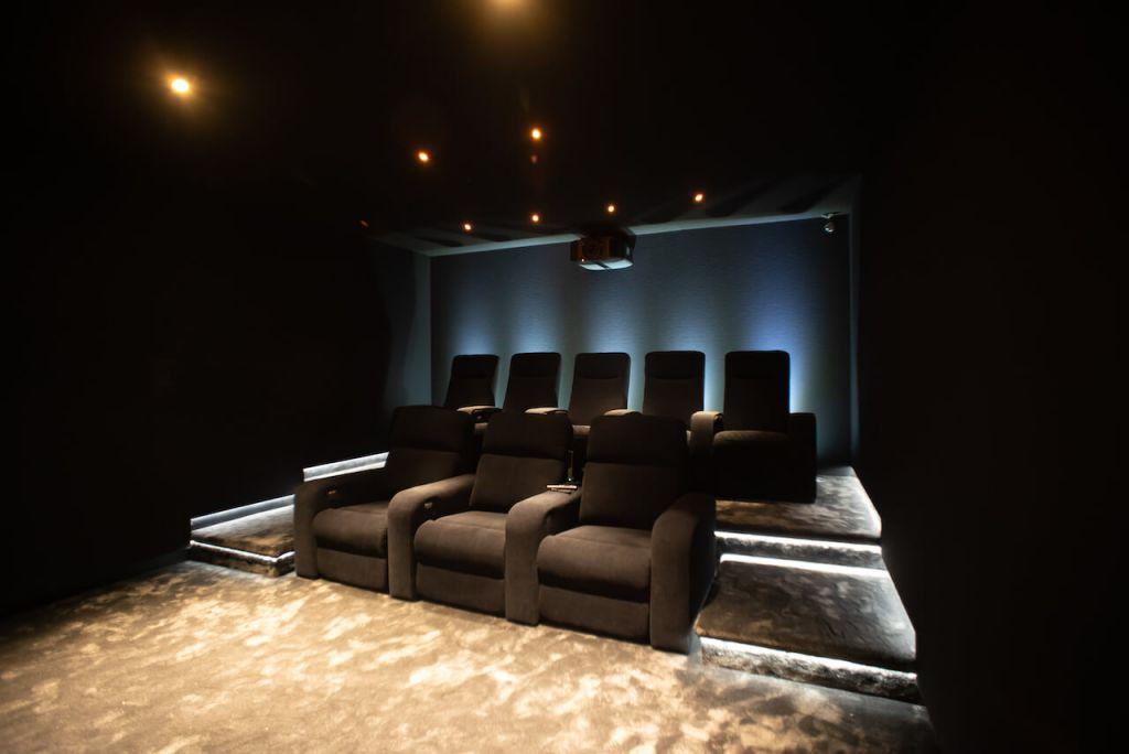 حول أي أوضه في بيتك إلى سينما منزلية متكاملة ... الدليل الكامل